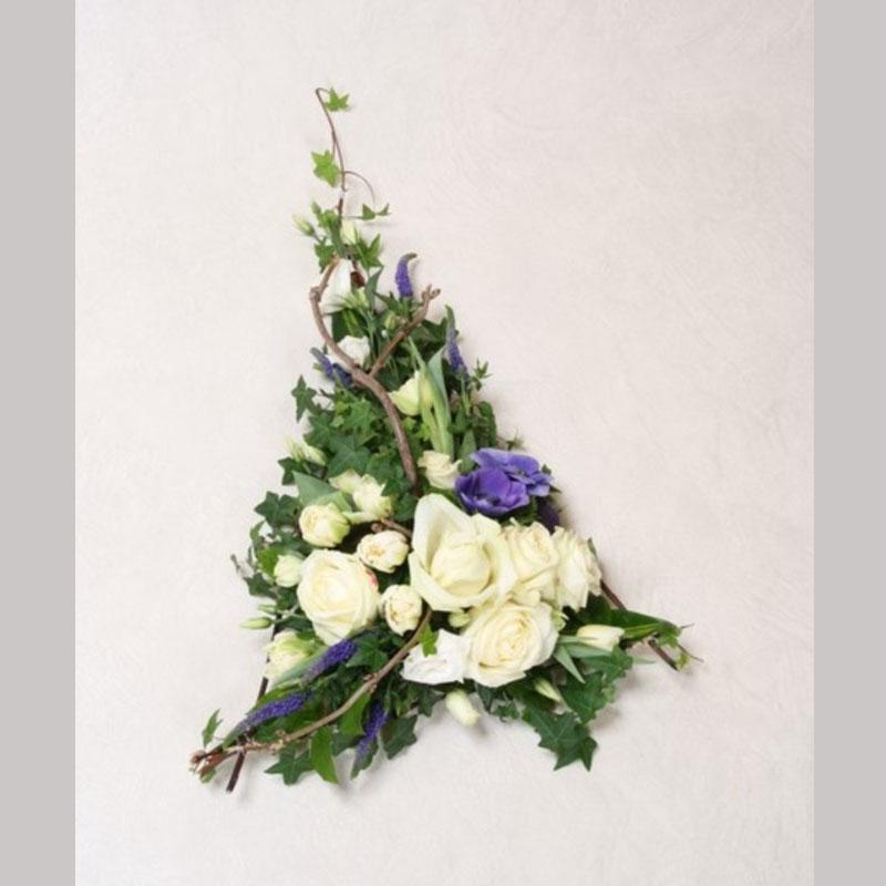 Bårebukett B001. Blomster etter ønske og årstid