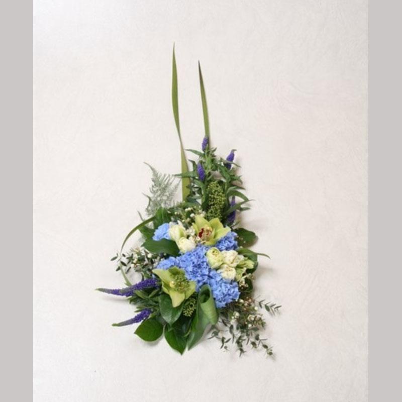 Bårebukett B006. Blomster etter ønske og årstid