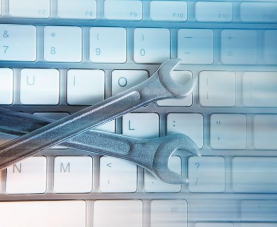 Tastatur mit Gabelschlüssel