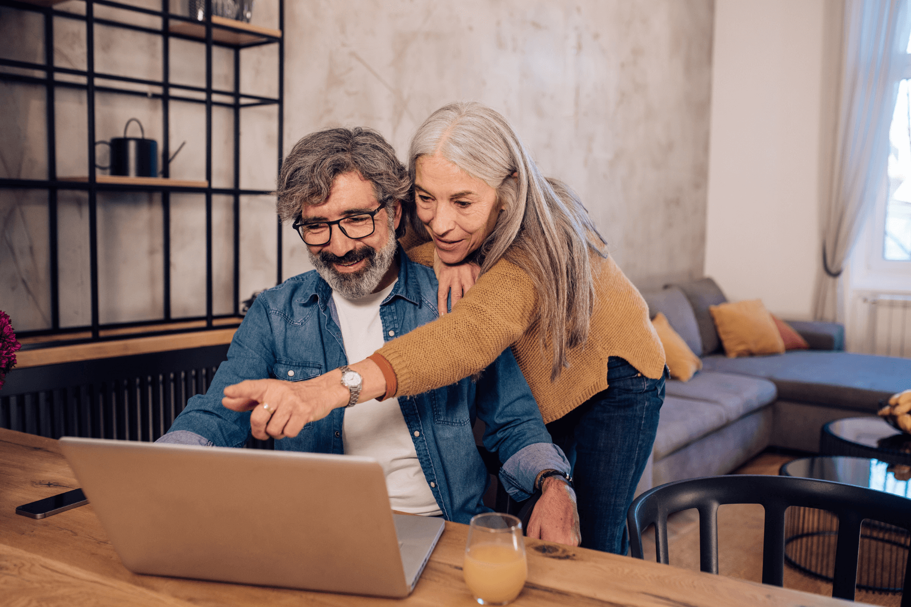 4 Ways Seniors Can Get in Touch With Old Friends