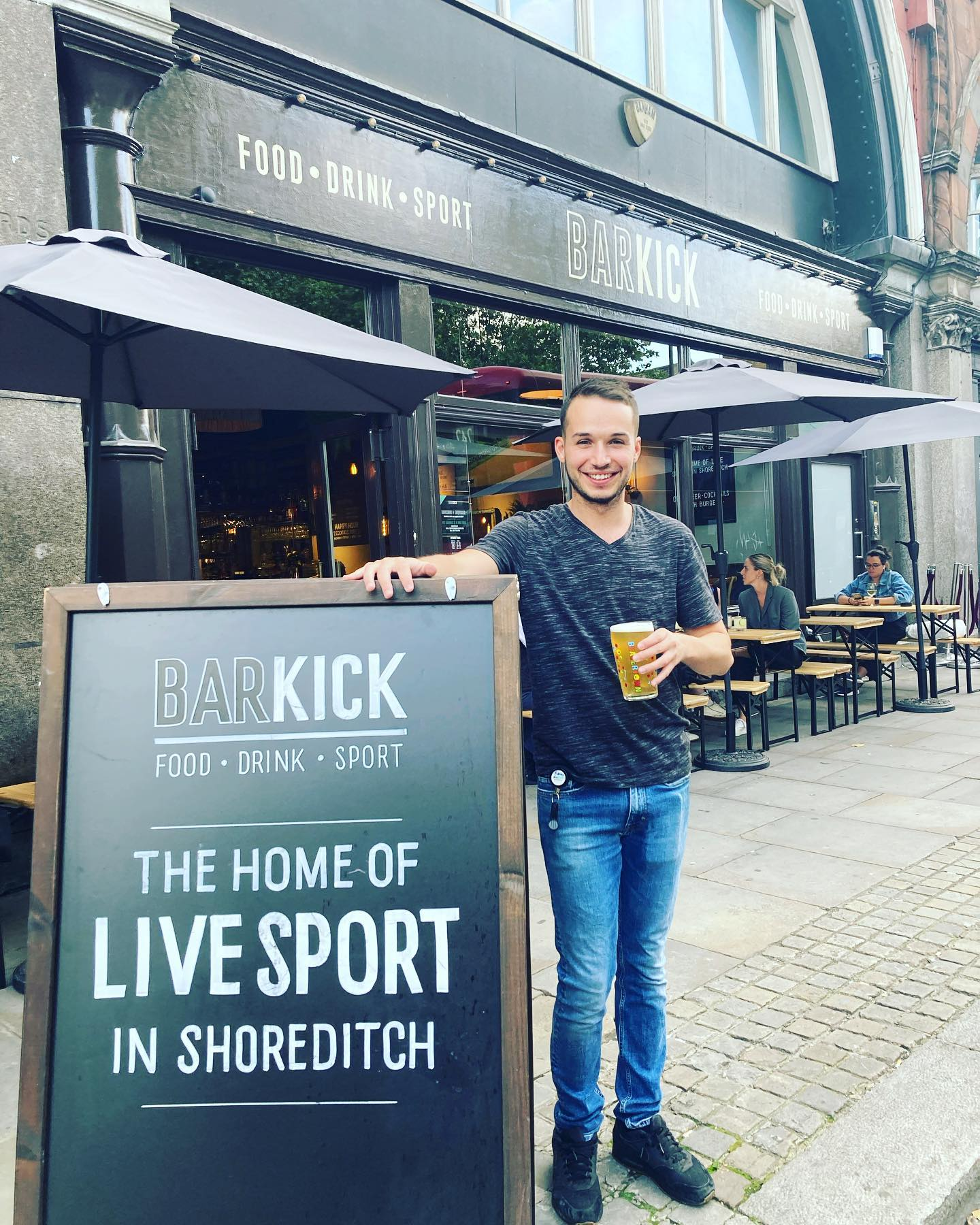 BEER FANS 🍻 Fabien here is off on his holidays this weekend so is going to miss the return of the Premier League ⚽️!! Be sure to pop down for a swift half from him before he jets off!! 🦵🦵 . . . . #shoreditch #craftbeer #eastlondon #e1 #london #cocktails #bar #foodie #burgers #sport #premierleague #football #sports #bigscreen