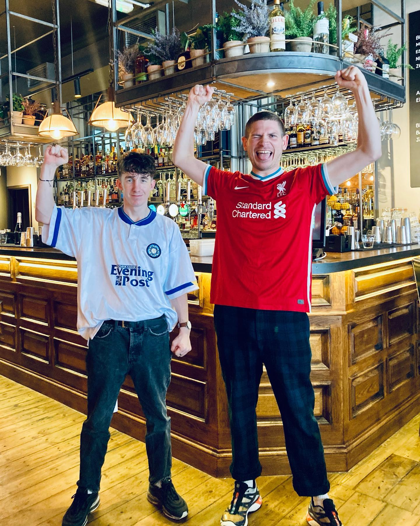 HERE WE GO. 🎉🍻 Got a good idea who Henry & Toby are going to be supporting today…⚽️😅 . Same as usual plenty of walk-in space left for all games, just get down here early and bag your spot.   #standupifyouhatemanu 😘 .#shoreditch #london #east #eastlondon #cocktials #premierleague #manu #leeds #liverpool #craftbeer #football #livesport #bigscreen