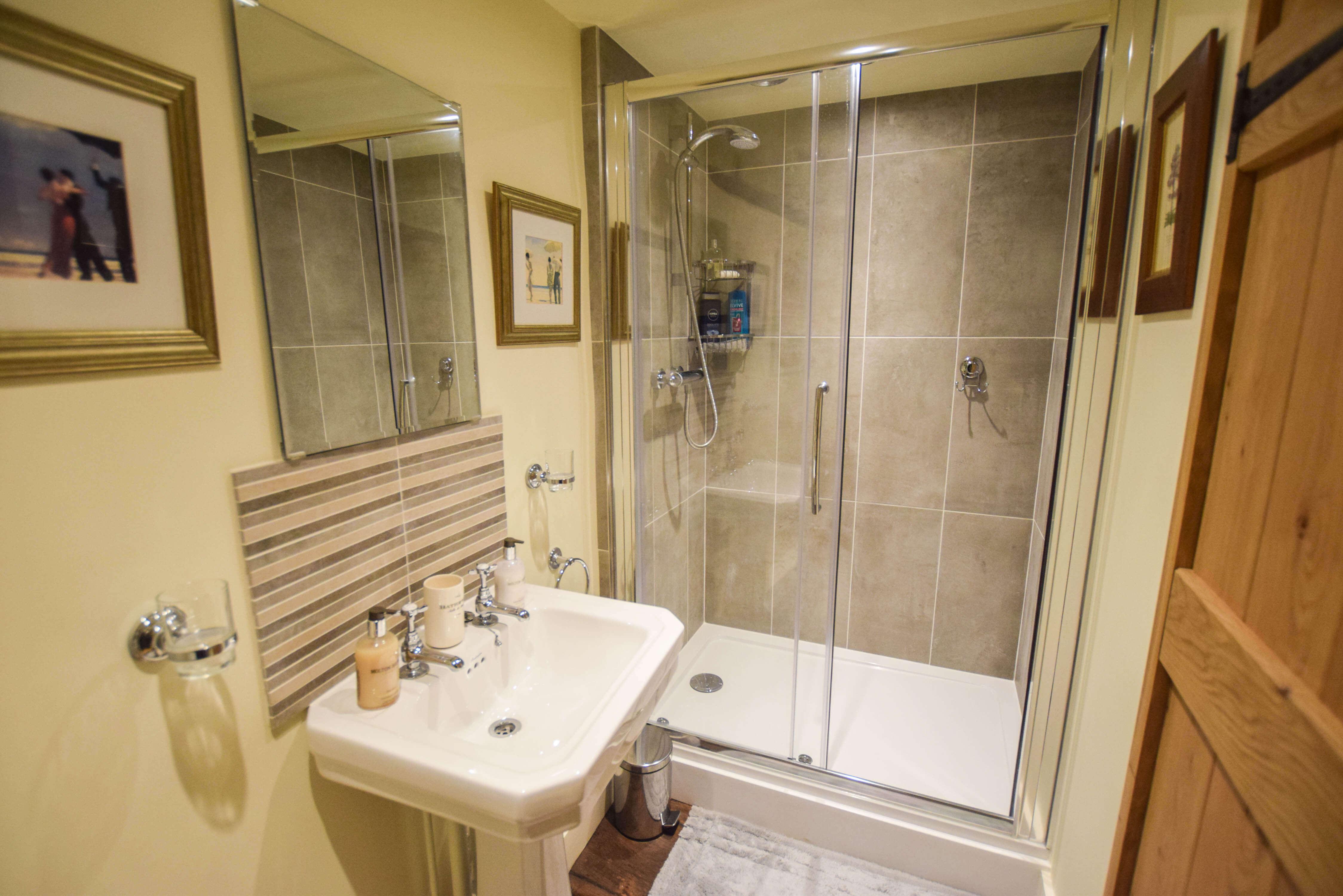 Pinkney Property Management - Shower Room