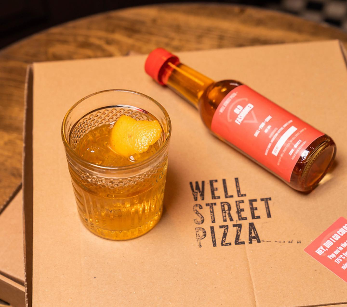 Wednesdays are for old fashioneds and pizza 🥃🍕 . . . #pizza #cocktails #youwantapizzame #hackney #delivery #takeaway @makersmark #oldfashioned