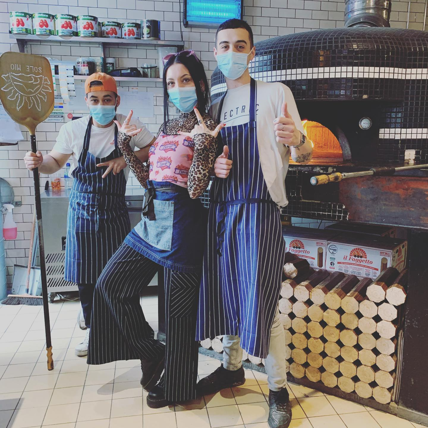 We're hiring! If you're ok with being forced to pose in front of pizza ovens for the gram and love good service with a smile then this might just be the place for you! Hiring for FOH & BOH roles so get in touch via email with your CV - hackney@wellstreetpizza.com. Love of pizza not essential but it helps 🍕❤️ . . . #pizza #youwantapizzame #hackney #job #hiring #joinus #team
