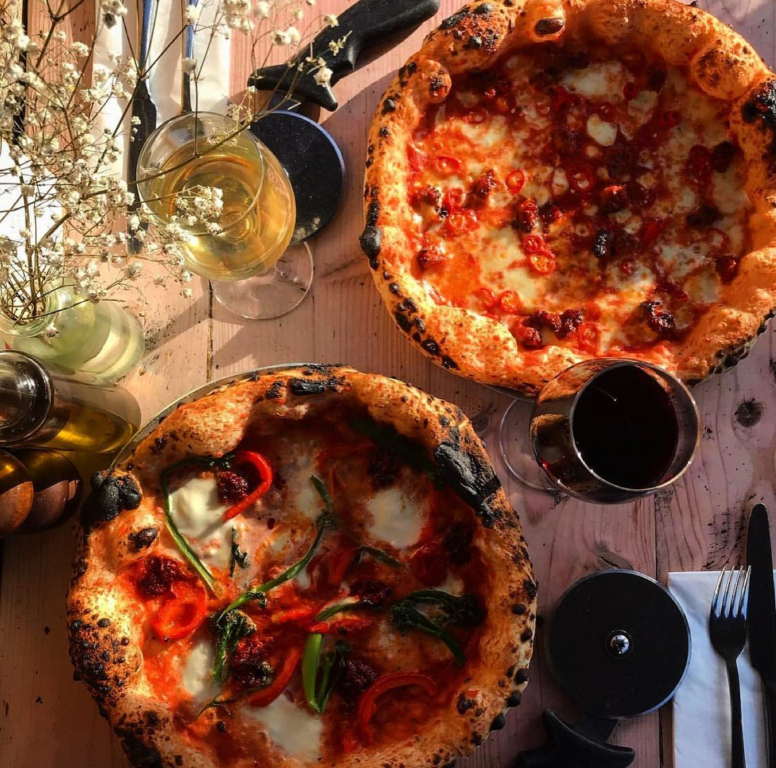Cheese and spice and wine and pizza 😍🔥 absolutely nothing more you could want to start the week off!! 🤤🍕 and 2 for £14 even better! Come dine in with us tonight beautiful people 😘 . . . . #hackneylife #hackney #homerton #londoneats #londonfoodie #woodfiredoven #neapolitanpizza #pizzalover #cheeseydreams #nduja #londonpizza #italianrestaurant #italian #cheapeats #yummy #yum #eastlondon #eastlondoneats #foodie 🌶