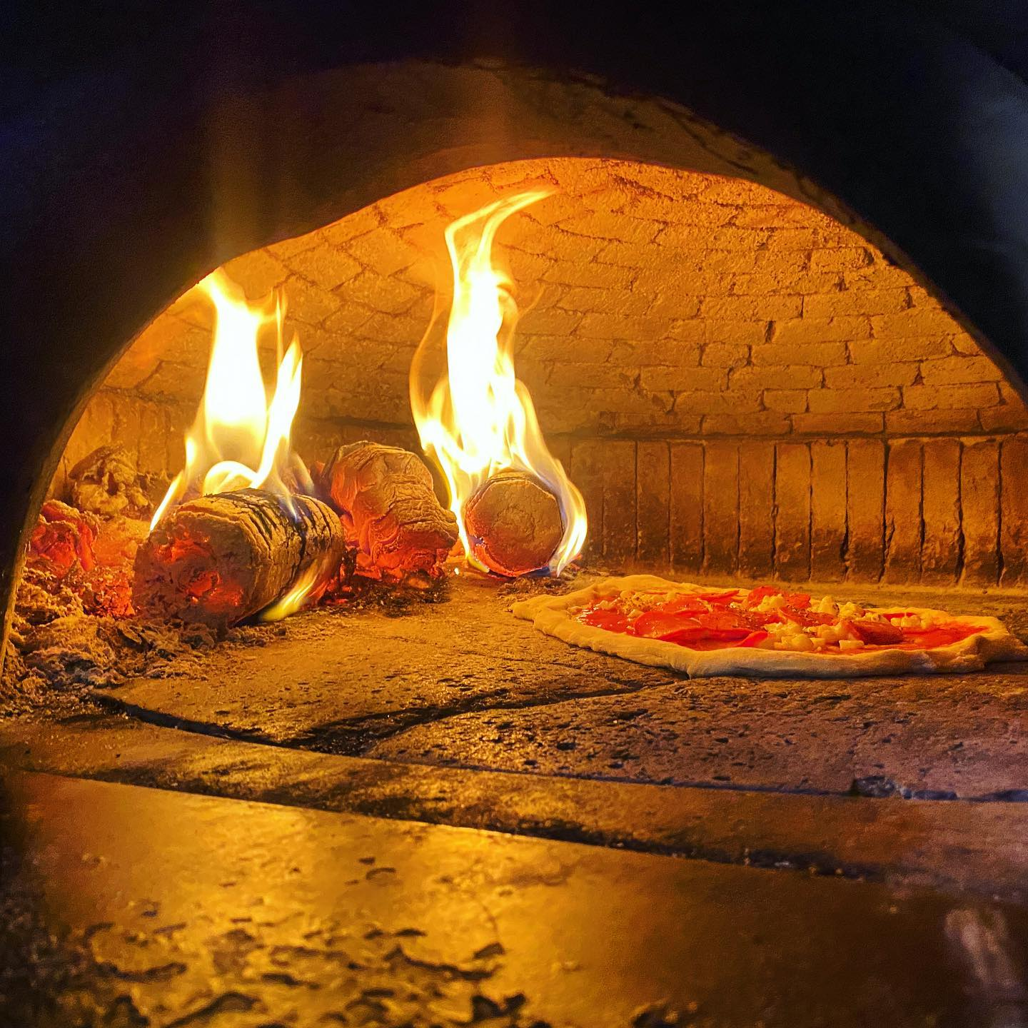 Pizzas are in the oven waiting for you to order them! We're on Deliveroo till 10pm! 🍕🤪 Happy Sunday! • • • • • • • • • #youwantapizzame #pizzaoven #italy🇮🇹 #woodfiredpizza #pizzalover #pizzalove #wellstreetpizza #neopolitanpizza #londonfood #pizzaislife #londonpizza #instadaily