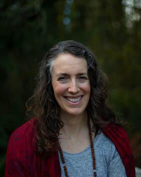 A headshot of Annie Barrett smiling.