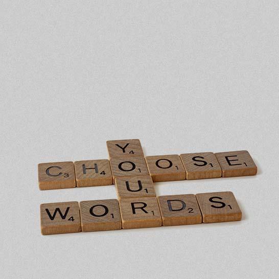 Zu Worten zusammengesetzte Scrabblesteine