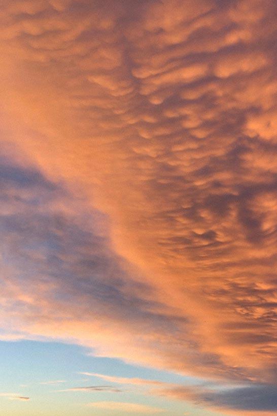 Wolke, die im Abendrot leuchtet