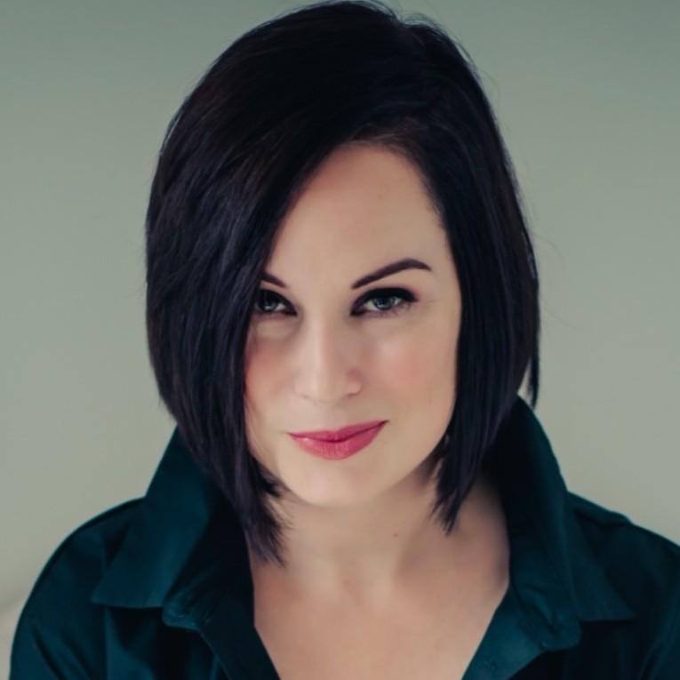 A headshot photograph of Julie Willis.