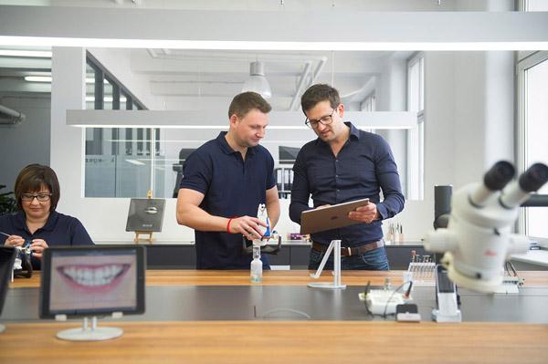 hofling - studio für webdesign in ulm - hauptreferenz - dentalmanufaktur nuernberg