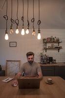 hofling - studio für webdesign in ulm - startseite - profilbild deniz 7