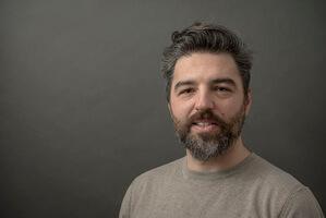 hofling - studio für webdesign in ulm - startseite - profilbild deniz