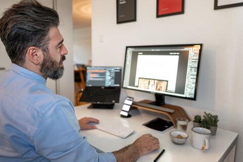 hofling - studio für webdesign in ulm - startseite - profilbild deniz 9