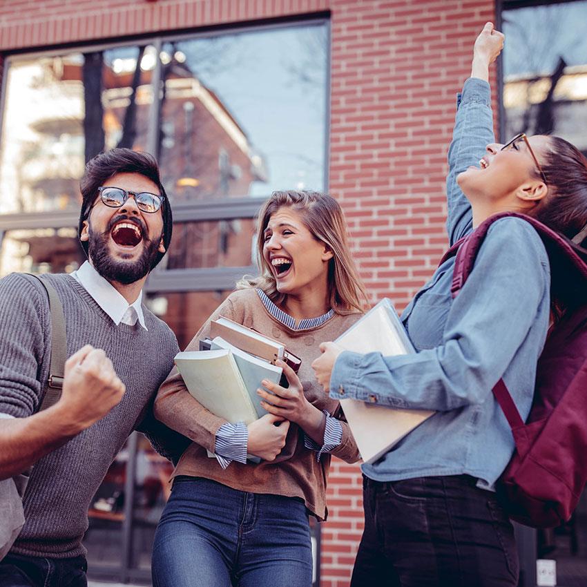 Fonemedia Mobile Marketing, Clearing 2021, Students celebrating