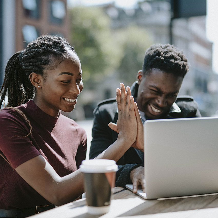 Fonemedia Mobile Marketing, Clearing 2021, two students high fiving