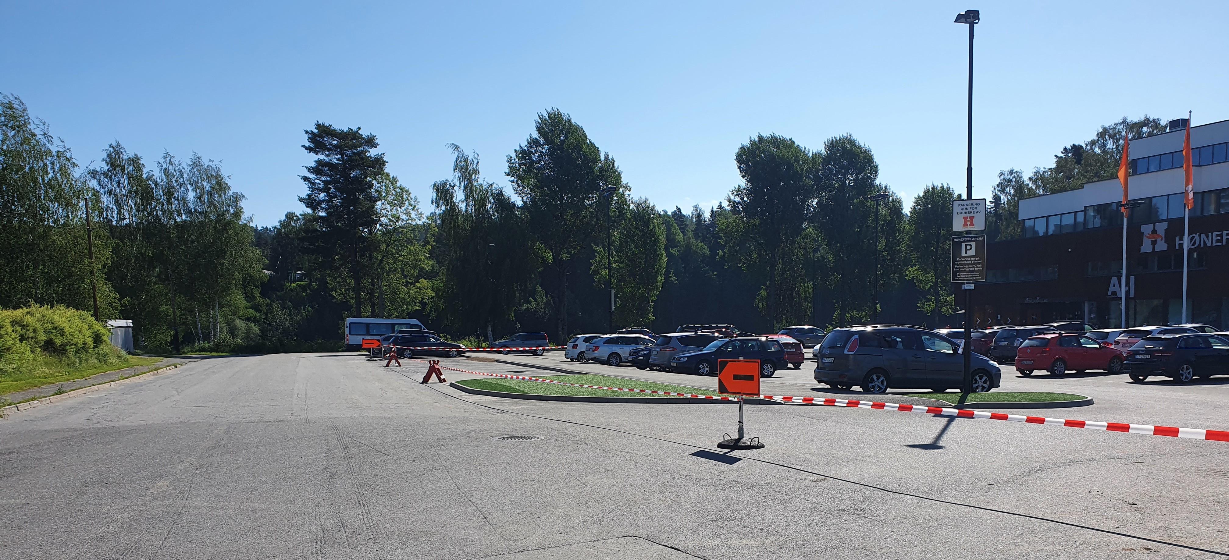 Gravearbeider i innkjøringen til parkeringsplassen