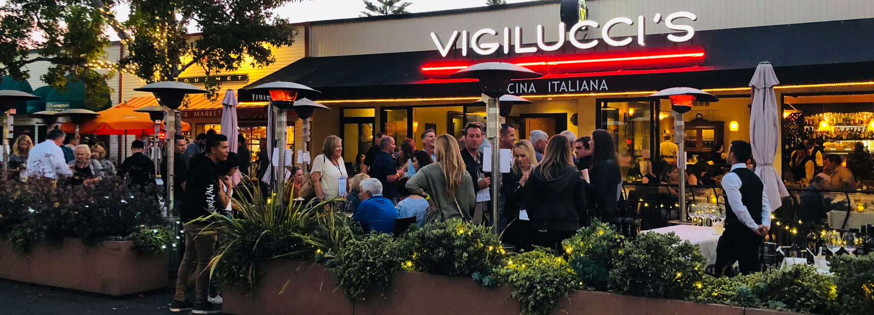Outside view of Cucina Italiana with dozens of people.