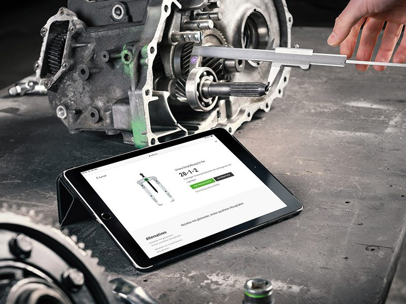 Application to configure a puller tool displayed on a tablet next to ball bearings of a motor.