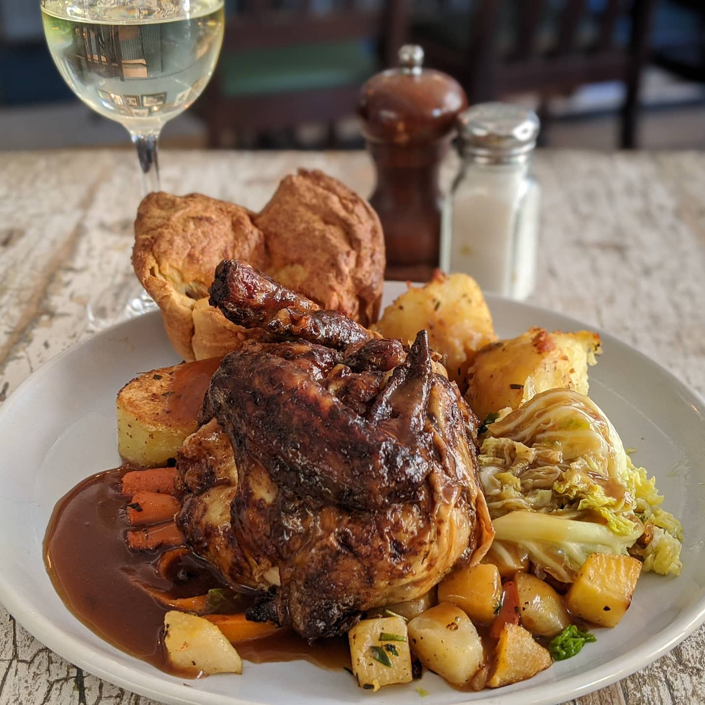 Big news. Ship ROASTS are back! Bam! 💢  Beef, chicken, veggie and vegan 🌿  Book your table to avoid disappointment #linkinbio👆  Also available on Deliveroo 🚚 . . . #hackneypubs #hackneysundayroasts #sundayroasttakeaway #sundayroast #hackneyroasts #sundayroasts #sundayfunday😎 #sundayfunday #bloodymarysunday #bloodymarys #hackneyresident #hackneyresturants #foodie #veganroast #vegansunday #nomnom #londonfoodie #londonfoodguide