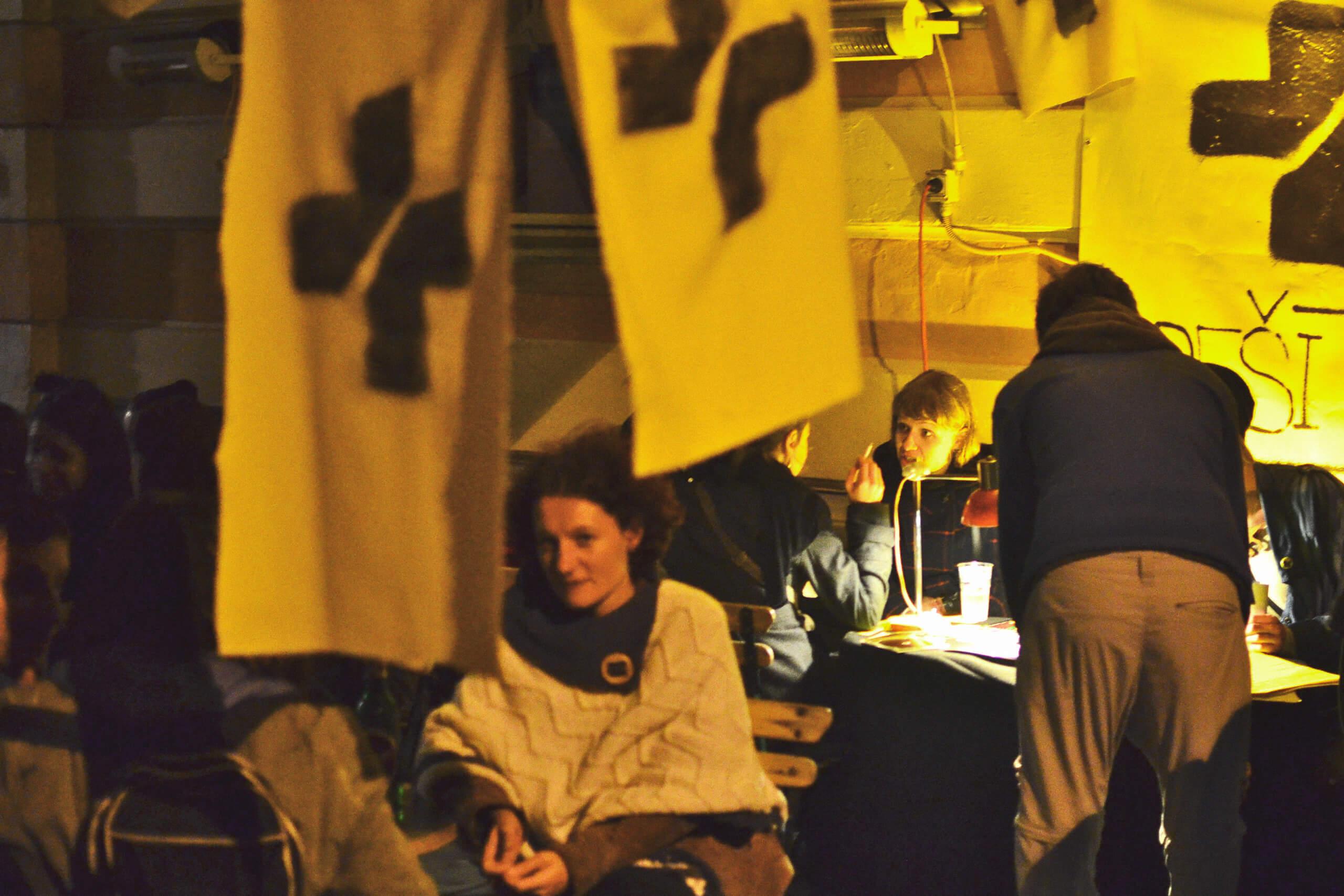 People on a Radio Študent fundraiser event.