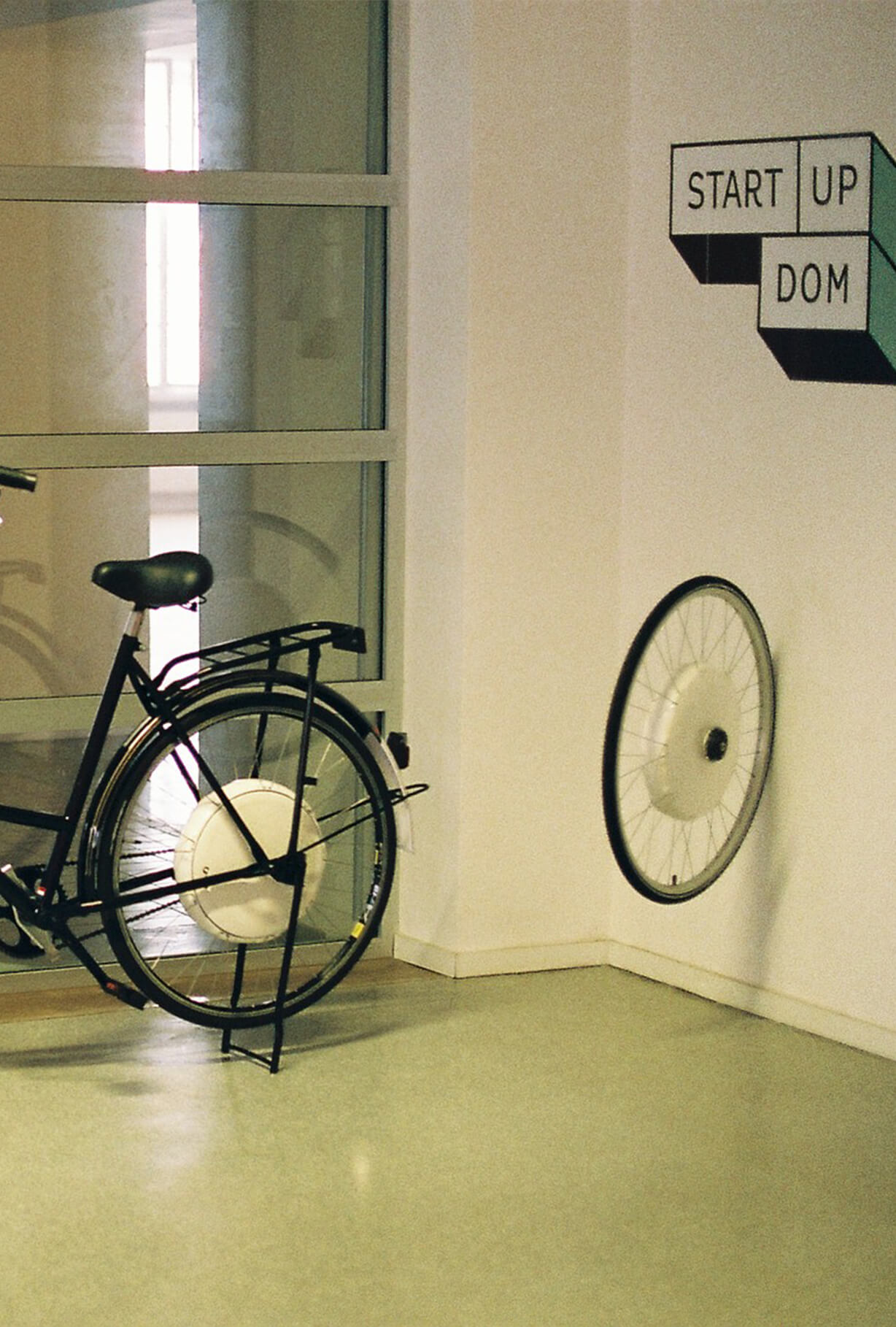 Bike stand in pop-up store Pop-Up Dom.