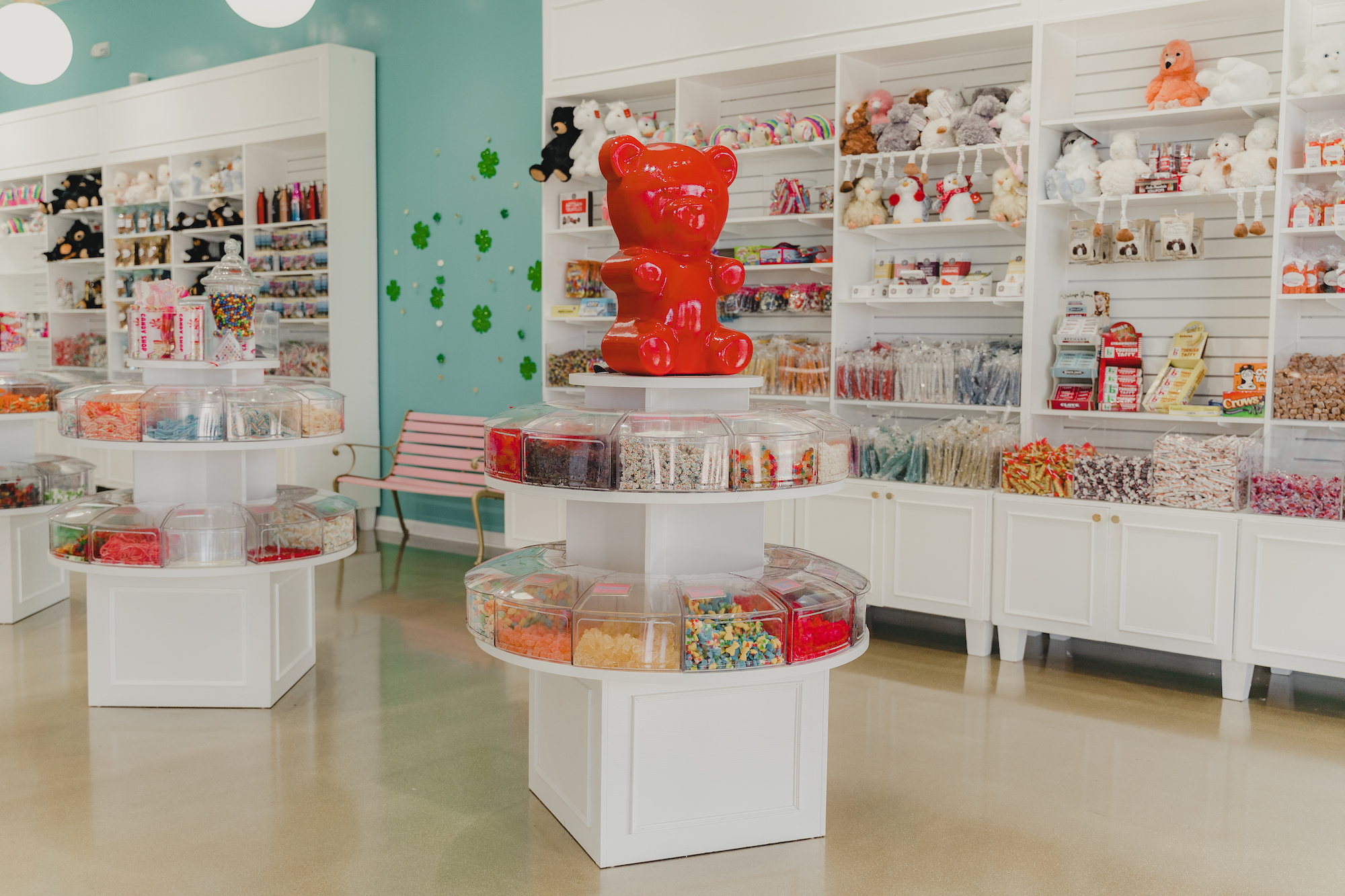 inside cream and sugar sweet shoppe in pigeon forge tennessee at the mountain mile mall