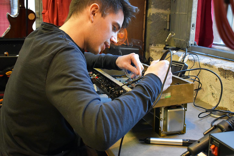 Mike, Expert Électronique audio