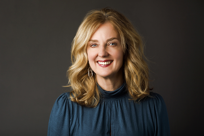 Kirsten Holmes