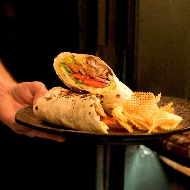 What's best to survive the middle of the week than one of our delicious lunch wraps? Our favourite will always be the chicken one!  Book your table now or order on Deliveroo and have it at your desk. . . . . . . . . #Food #FoodPorn #FleetStreet #Blackfriars #PunchTavern #London #LondonPub #Instagood #PicOfTheDay #LondonRestaurants #Restaurants #WhatsOnLondon #LondonCity #Yummy
