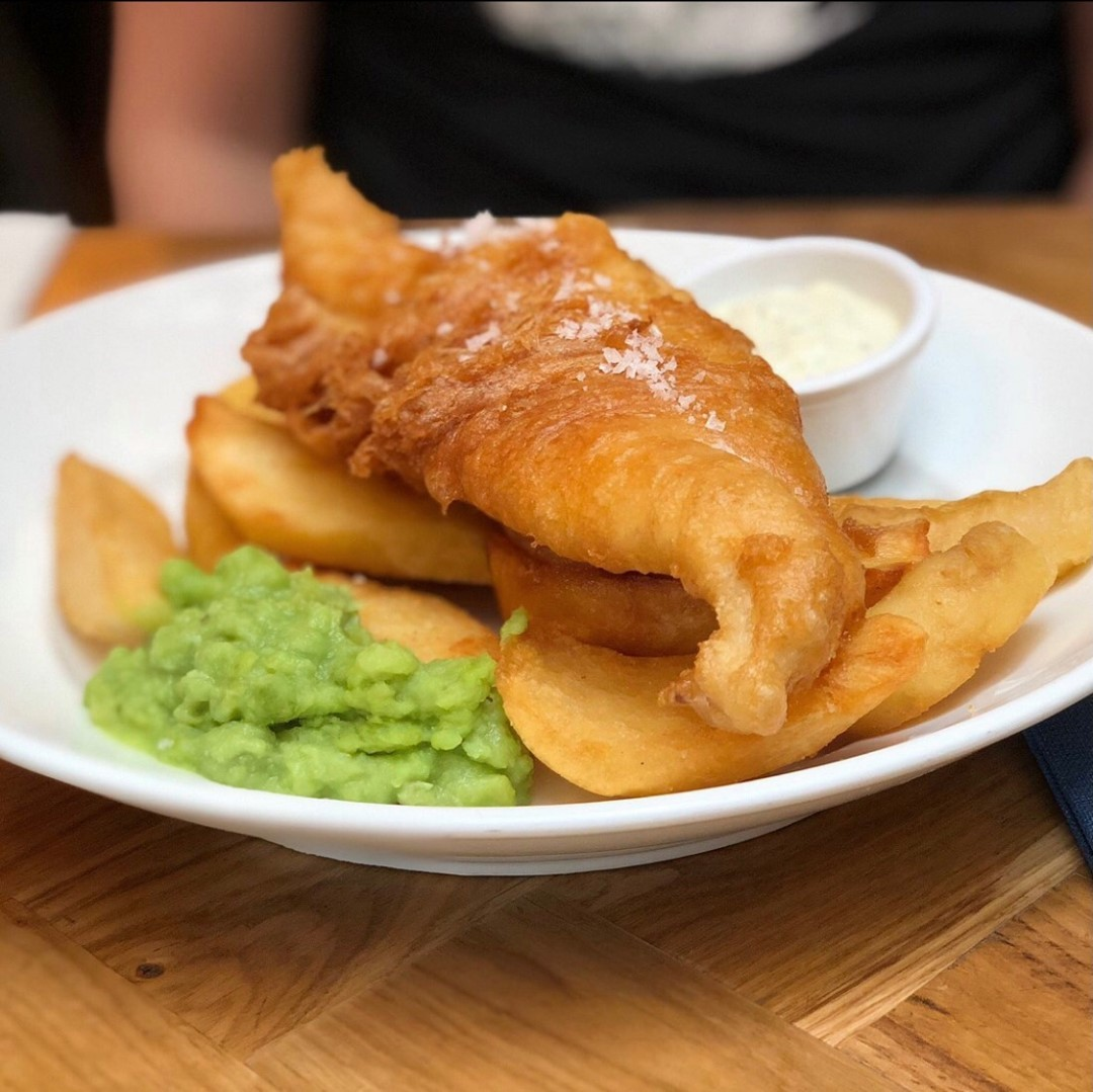 IT'S NATIONAL FISH AND CHIPS DAY! Can you think of a better way of celebrating it than coming to Punch and have the best one in the city? Pop in any time between 12 and 10pm and make sure you try it for yourself! . . . . . . #fishandchips #nationalfishandchipsday #fishoftheday #foodporn #tasty #foodstagram #urbanpubsandbars #punchtavern #bestpub #pubfood #ec4y #fleetstreet #picoftheday #foodie