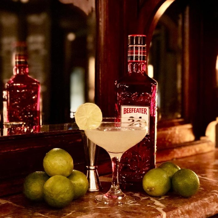 What a week of celebrations! It's NATIONAL GIN DAY. As many of you know, we are famous for our world wide range of gins. For this special date, we are offering a special cocktail; the Gin Gimlet. It's not usually on our list so make sure you visit us today to get one! . . . . . . . . . . #ginpalace #gingimlet #beefeater #beefeater24 #bestgins #ginstagram #ginandtonic #ginoftheday #coktails #saturday #citypub #bestpubs #fleetstreet #punchtavern #ec4y #urbanpubsandbars #punchtavern