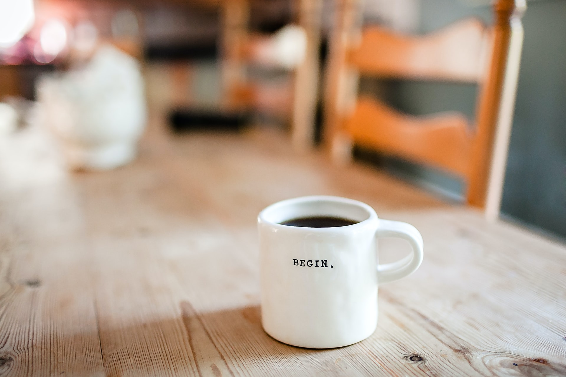 Kaffeetasse auf Tisch
