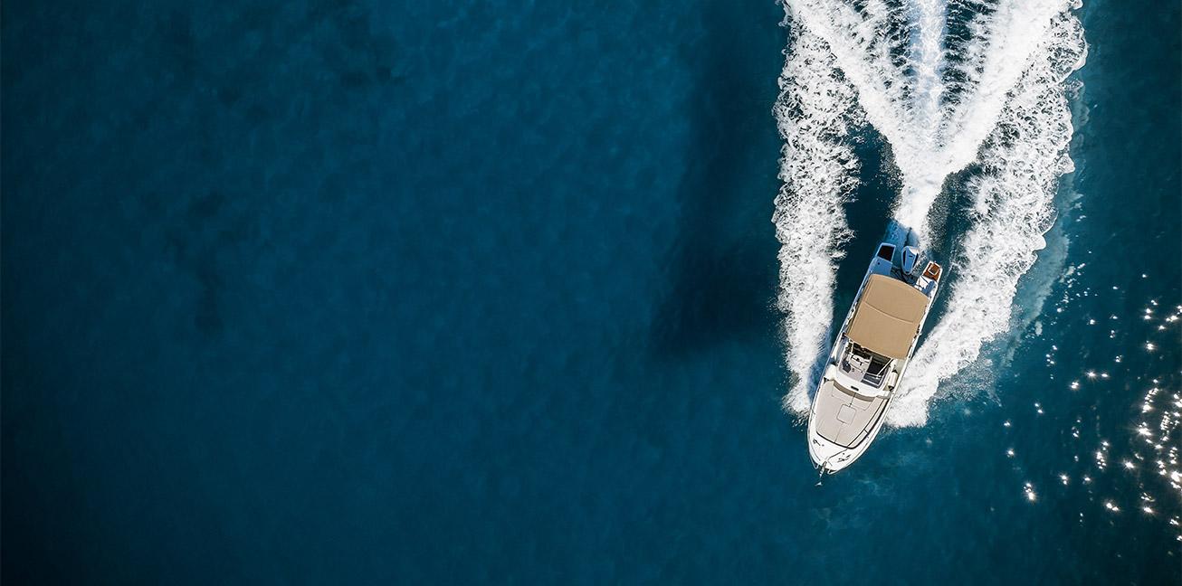 Fritidsbåt ovenfra