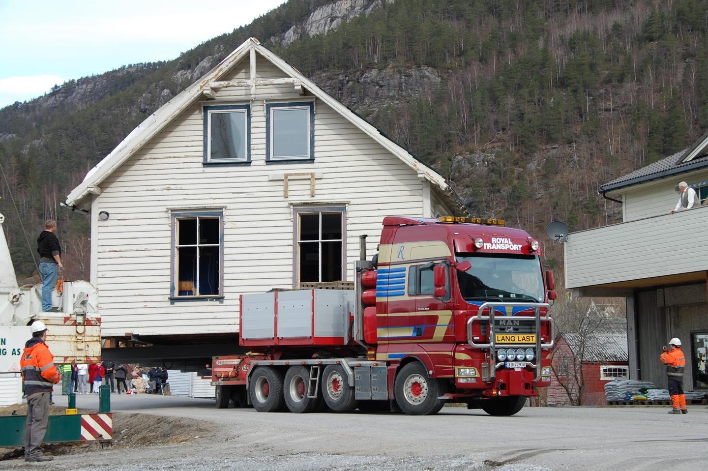 """Juklafjord er 12 år i dag! 26 mars var over 40 tonn på hjul. """"Gamleskulen"""" gjekk bort, og Juklafjord vart fødd. Takk til alle som har bidrege!"""