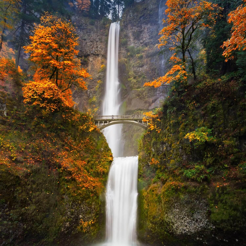 Image of a waterfall located in  Multnomah Creek, Oregon, USA.