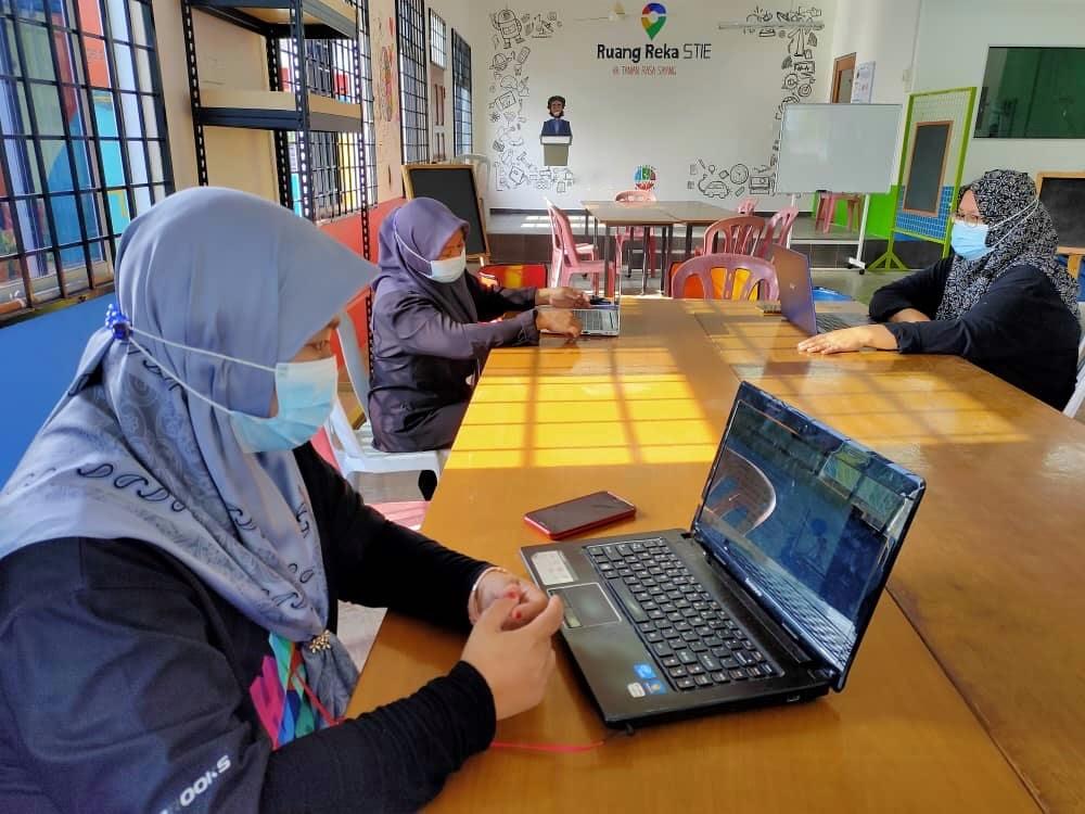 Taman Rasa Sayang community at the Ruang Reka makerspace