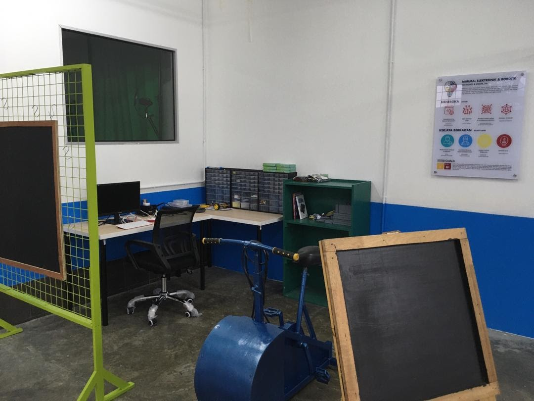 Ruang Reka makerspace with STIE products