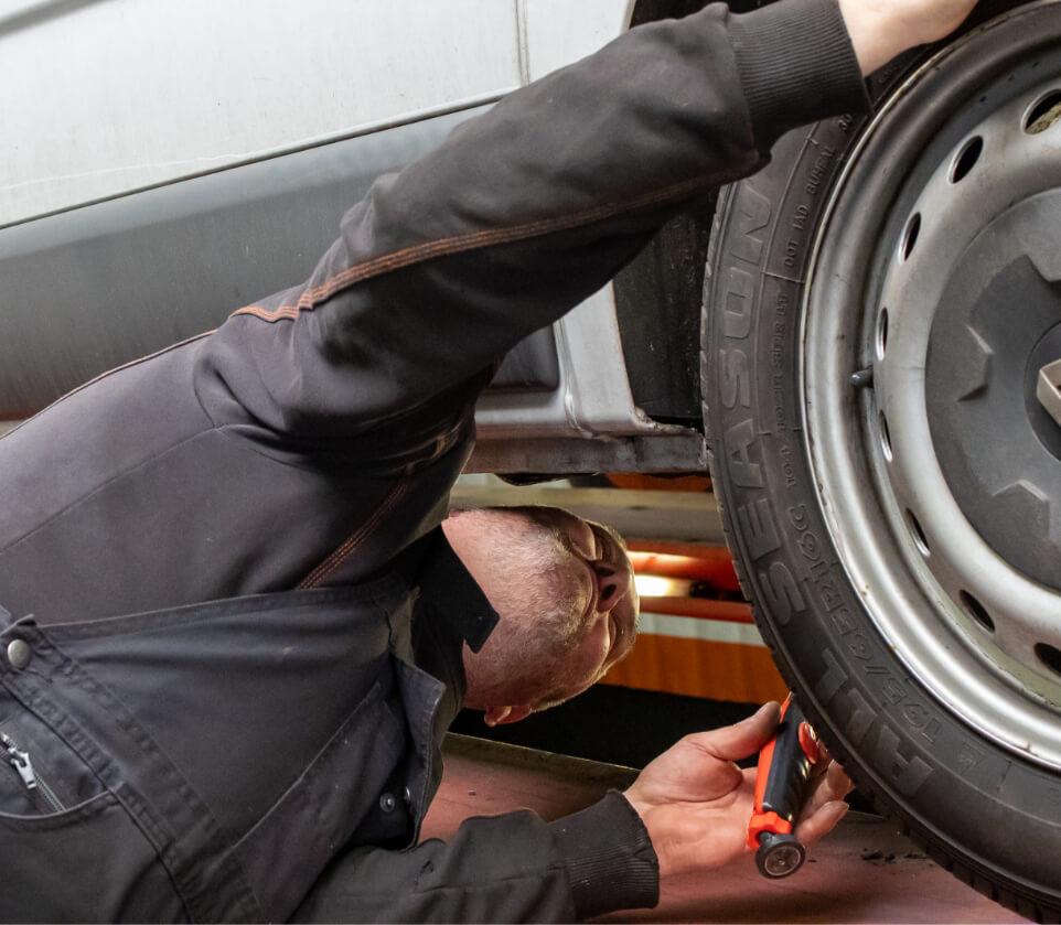 Ronny van Verpalen doet auto check