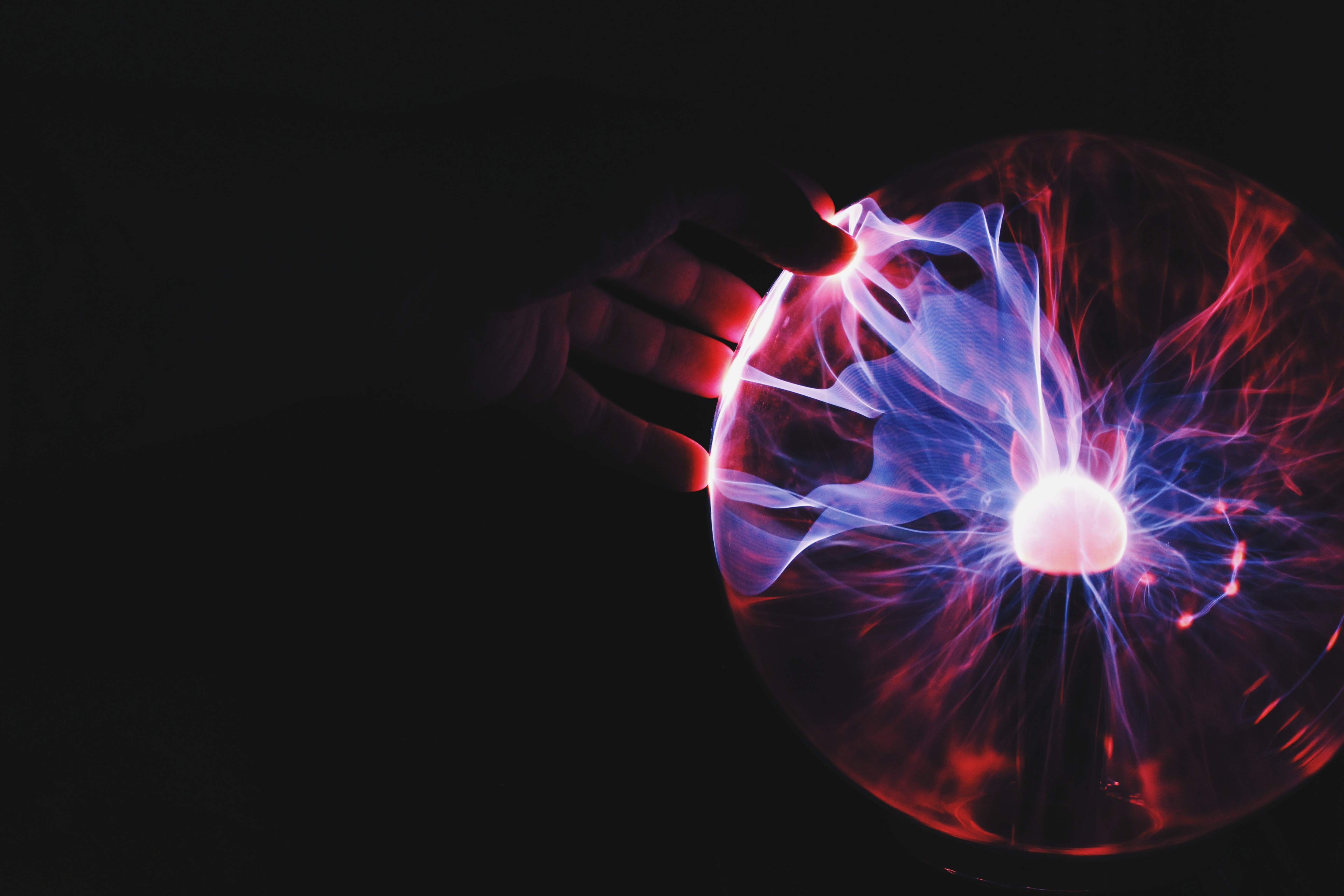 The helium bubble: prospects for 3He-fuelled nuclear fusion
