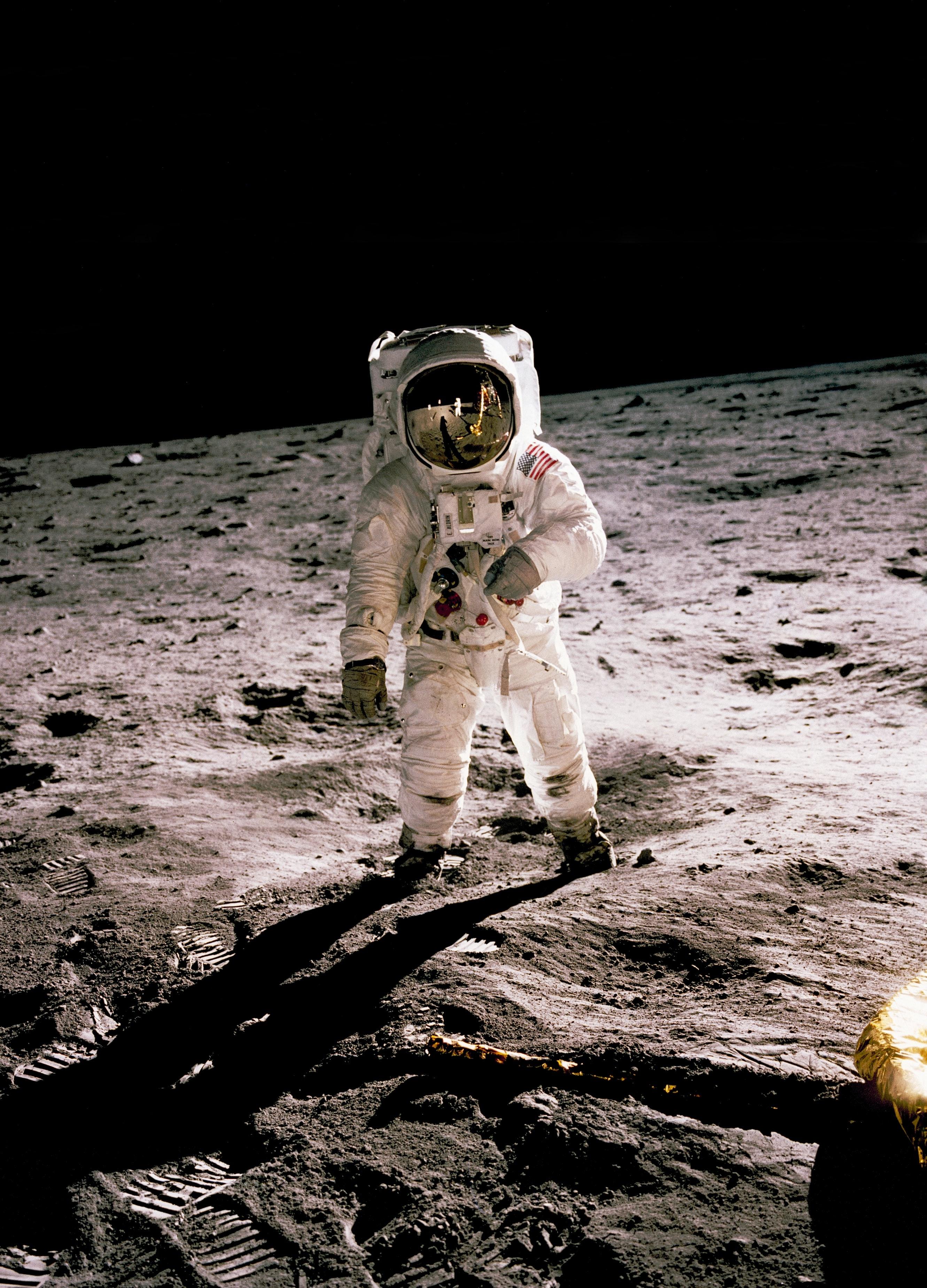 (FR) Retourner sur la Lune pour y rester