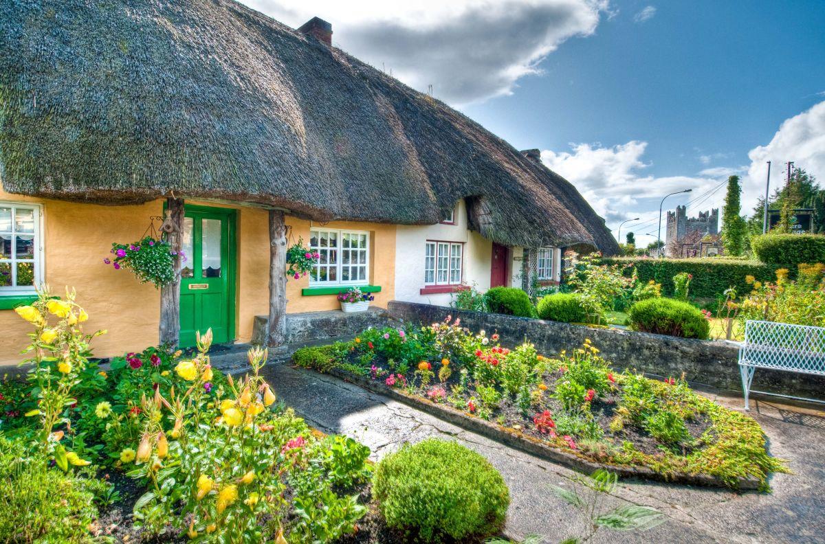 Adare Village Thatched Cottages