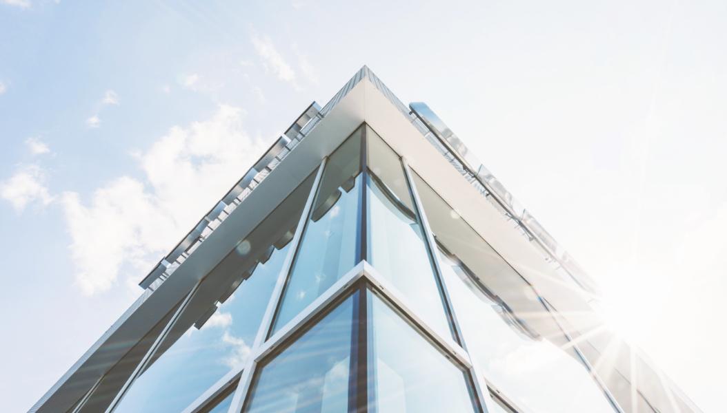 Vermessung von Glas, Stahl und Beton für den Fassadenbau