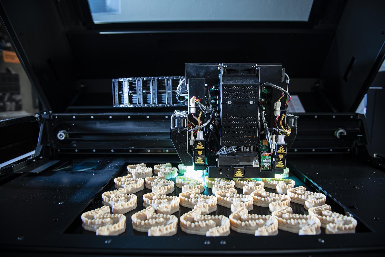 El futuro de los implantes ya está aquí: se imprimen en 3D y permiten la regeneración