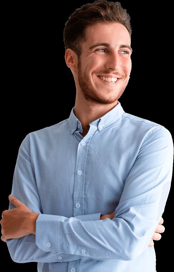 Un jeune manager souriant