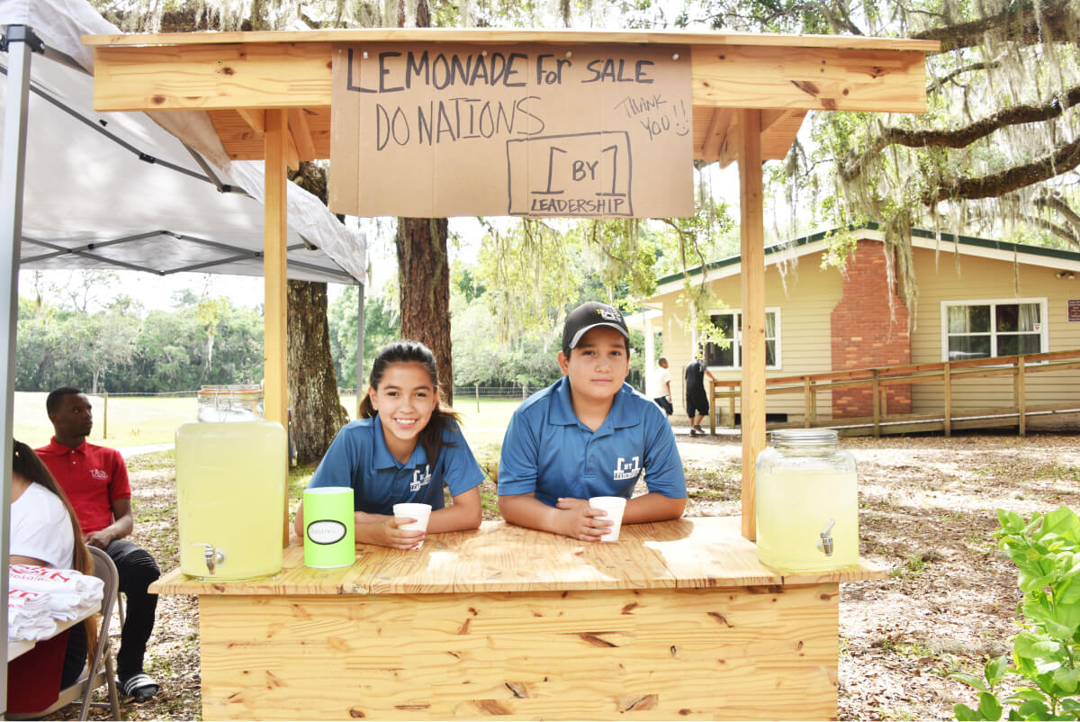 Two kids running a lemonade stand