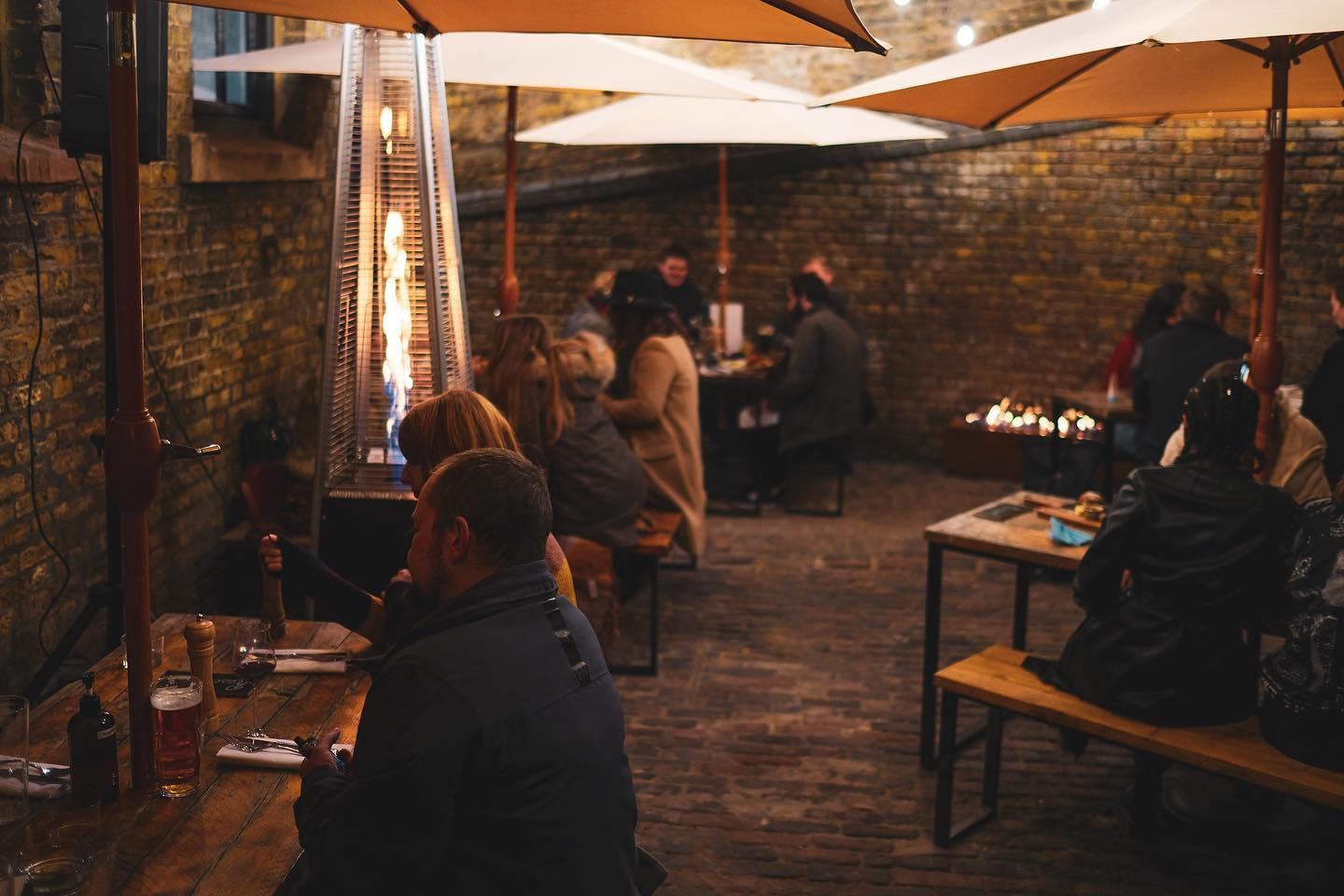 Heaters, parasols and pints. What more could a pub need?   We're fully booked for the weekend but have a little bit of space tomorrow & Thursday.   Head to our website to book. Link in bio!