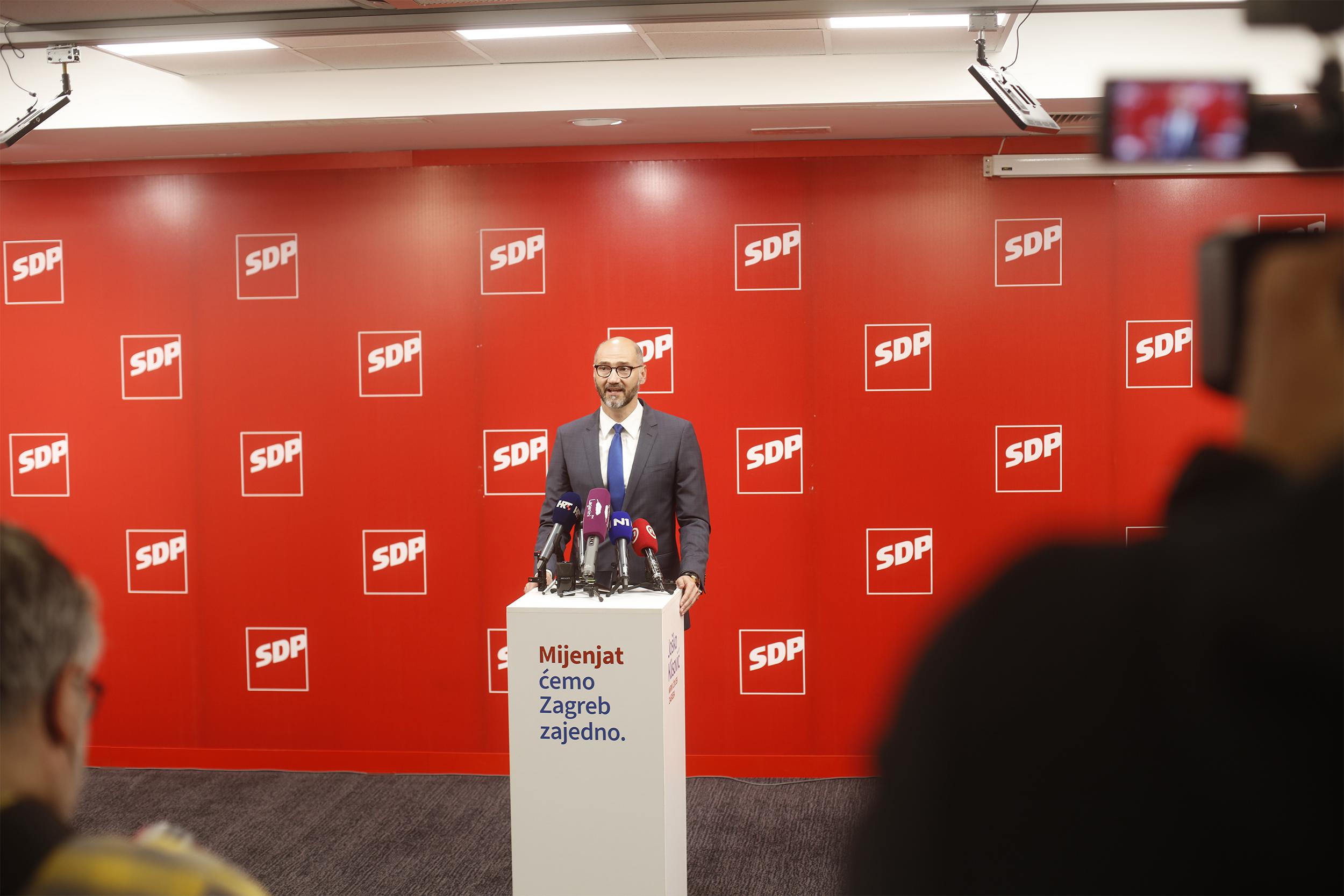 Joško Klisović i njegov tim obećali su biračima konsolidaciju gradskog proračuna i transparentno vođenje financija te smanjenje zagrebačkog prireza s 18 na 12 posto.