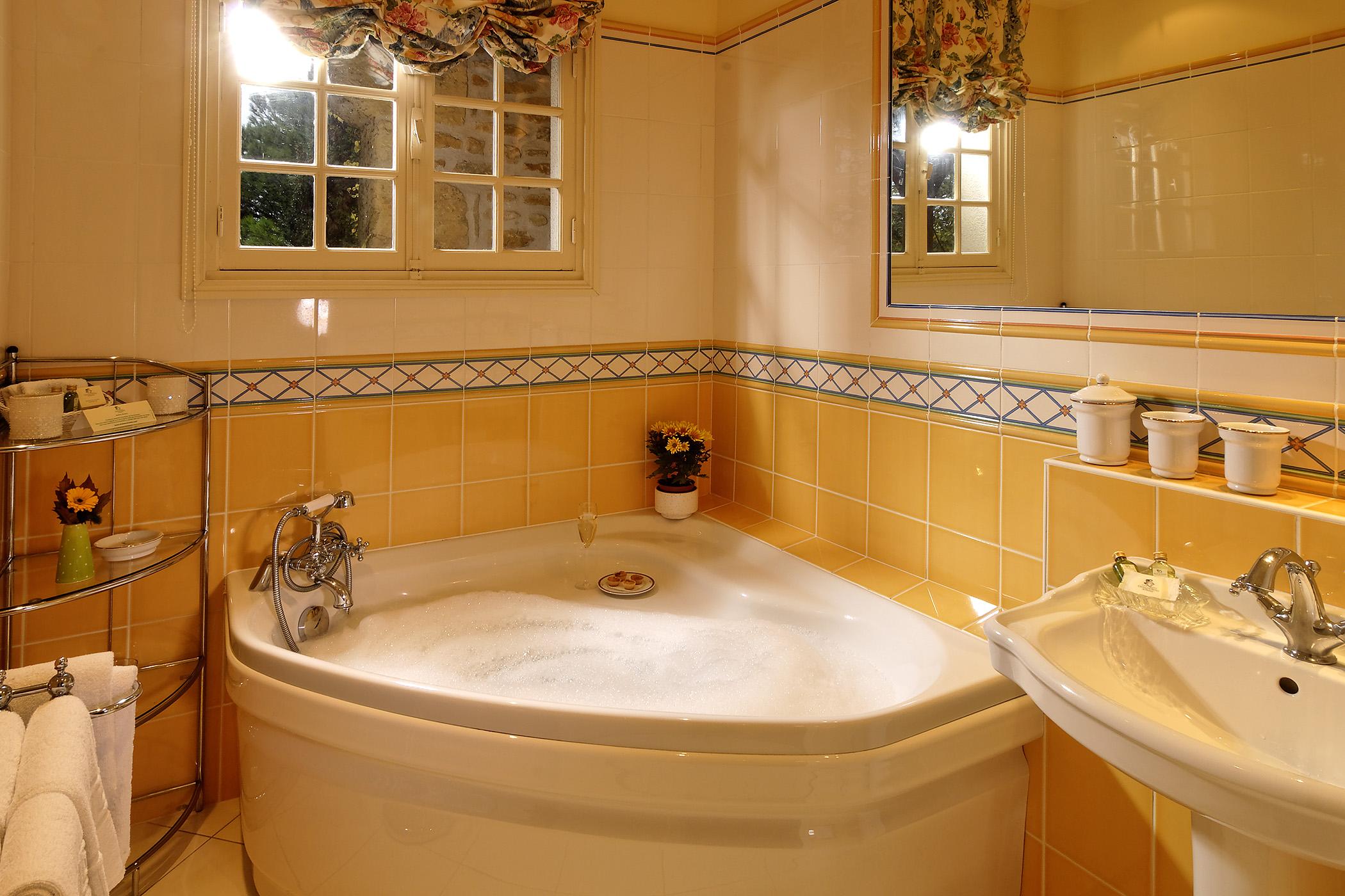 bathroom suite eglantine
